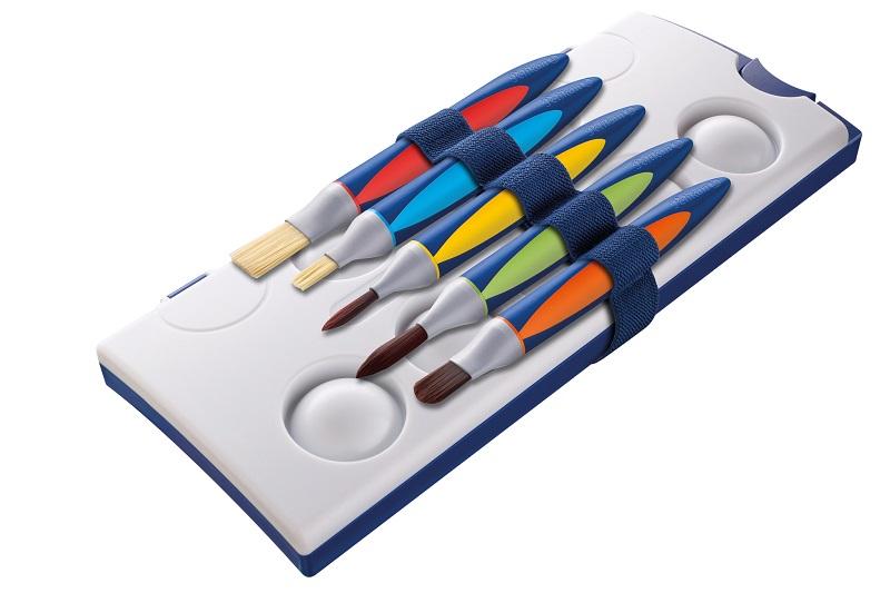 Ideal für Kinderhände: die griffix-Pinsel von Pelikan Bild: Pelikan