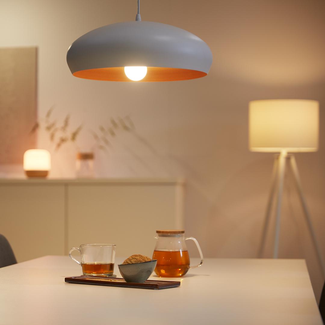 Warmweißes Licht sorgt für eine gemütliche Wohlfühlatmosphäre beim gemeinsamen Teetrinken nach dem Abendbrot.