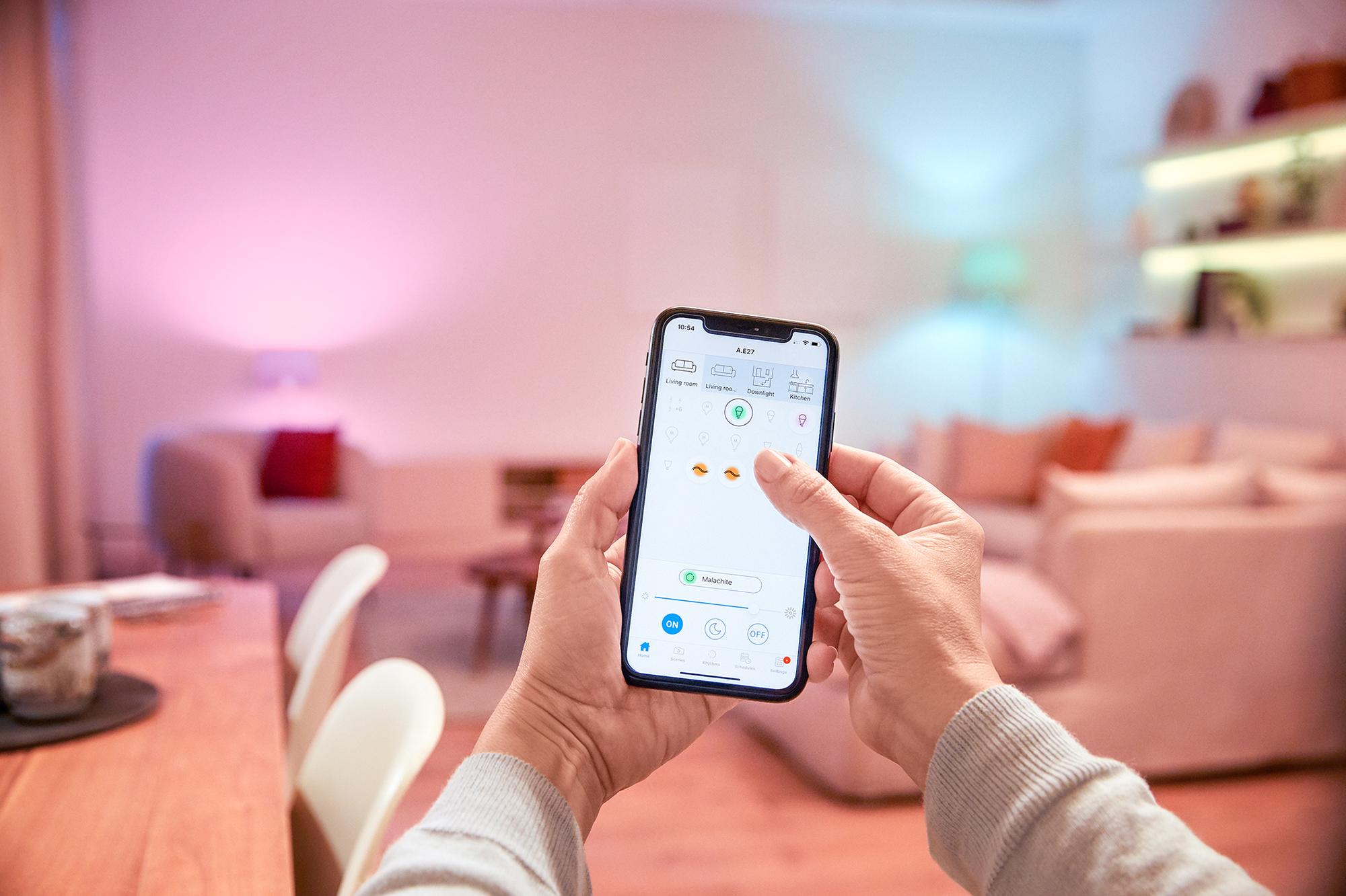 Lasst die WLAN-Lampen von WiZ alles machen, was ihr möchtet: Mit der WiZ-App könnt ihr die volle Kontrolle übernehmen und ein individuelles Lichtdesign für euer Zuhause entwerfen.