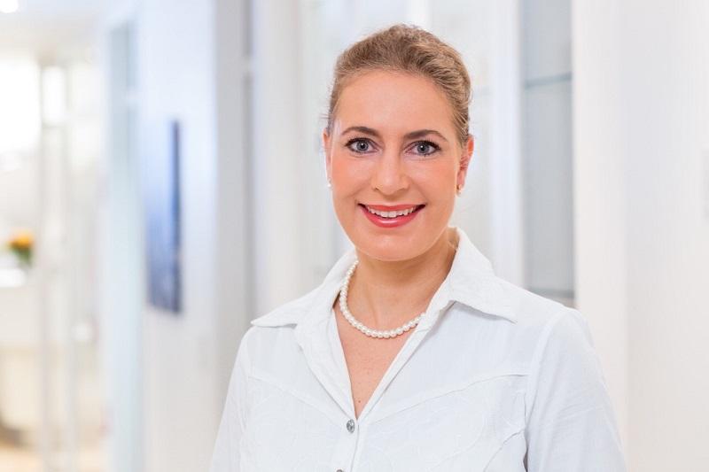 Die Dermatologin Dr. med. Melanie Hartmann führt in Hamburg eine Privatpraxis für Dermatologie und Lasermedizin. Bild: Braun