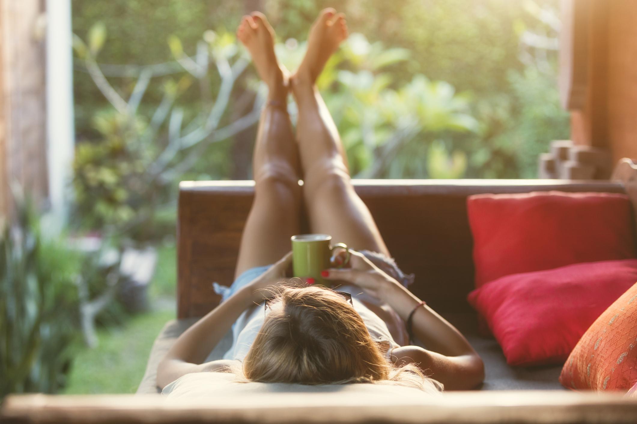 Urlaubsstimmung kann auch zuhause aufkommen. Bild: Getty Images / m-gucci