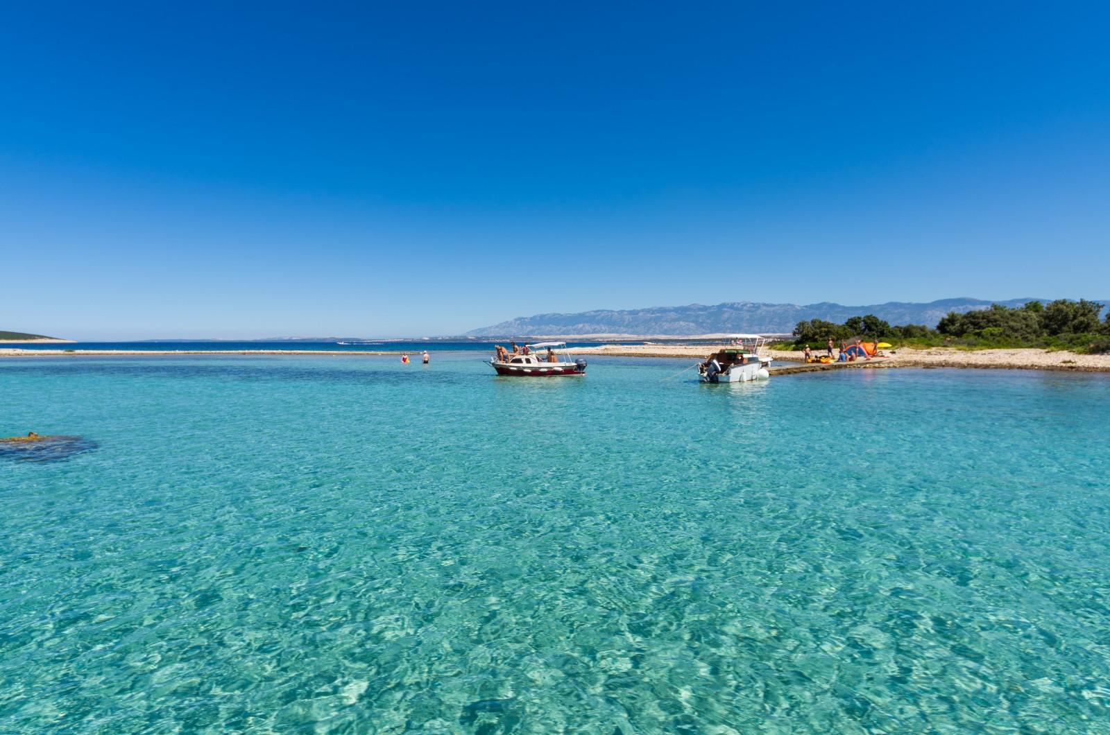 Das klare Wasser der Adria und die Aussicht sind Entspannung pur. Bild: Ivan Čorić