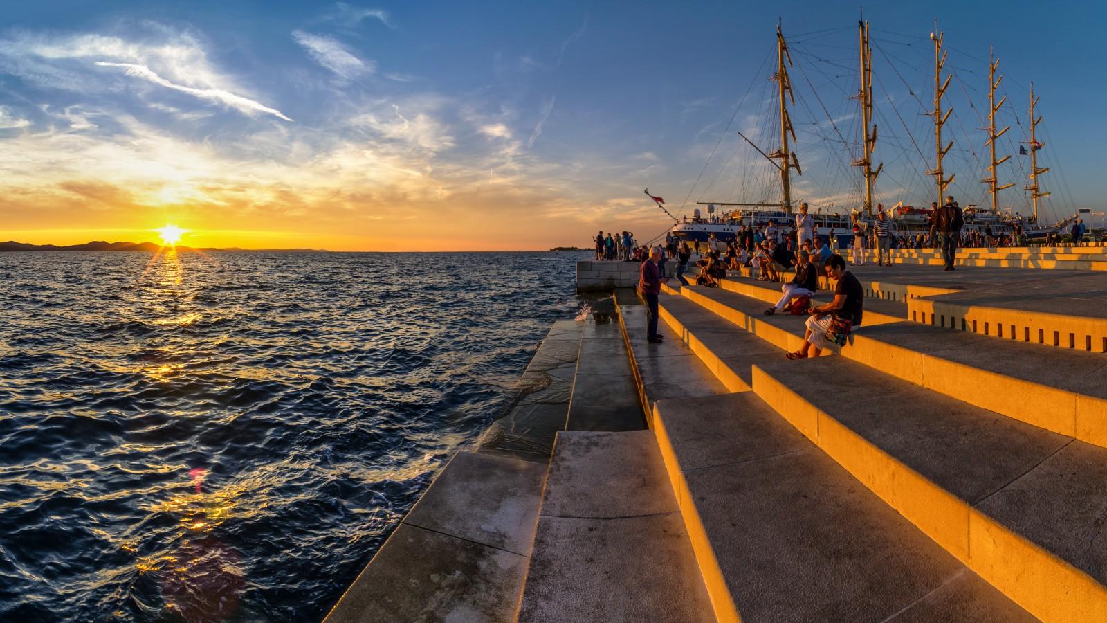 Die Meeresorgel ist nur eines der vielen Highlights der Region Zadar. In die Stufen der Uferpromenade ist ein System aus Flöten und Pfeifen eingelassen, das ankommende Wellen in eine natürliche Melodie verwandelt. Bild: Ivan Čorić