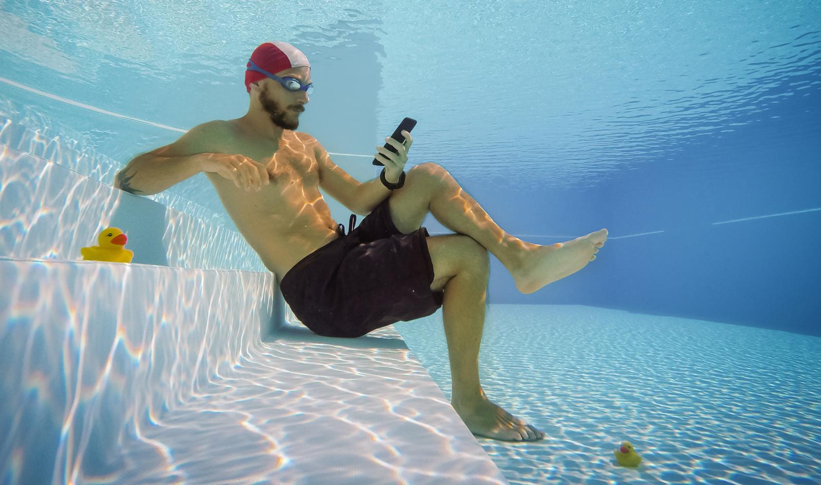 Auch am Strand oder im Pool gibt es endlich kein Datenlimit mehr. Bild: Getty Images