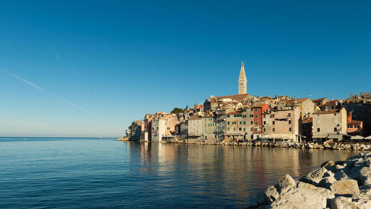 Die dichte Bebauung der Halbinsel Rovinjs sorgt für ein einmaliges Stadtbild direkt am Wasser.Foto: Dejan Hren
